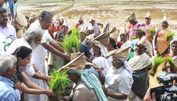 Pinarayi Vijayan with Agricultural Workers