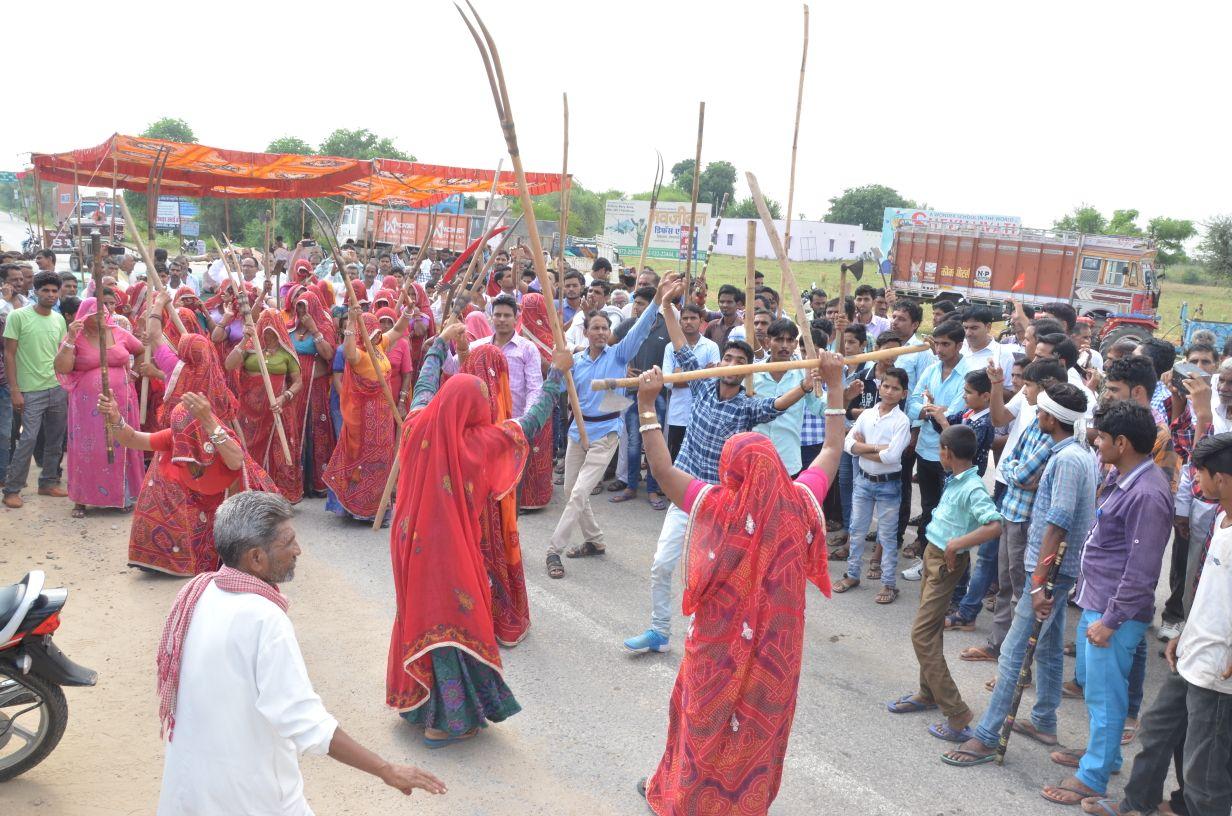 Kisan Sabha movement in Sikar - women carrying jedi.jpeg