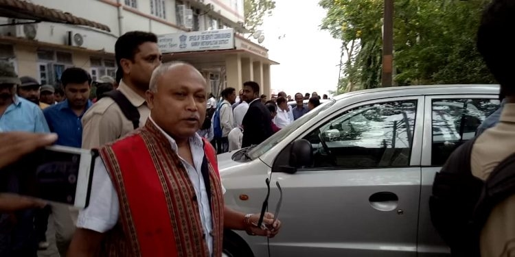 ULFA leader Mrinal Hazarika at the CJM Court premises after being granted bail | Image Credit: Northeast Now