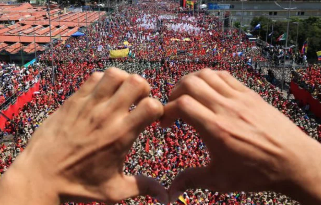 Thousands march in Caracas in support of Bolivarian Revolution, Maduro