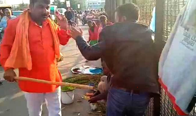 Saffron-Clad Men Thrash Kashmiri Dry Fruit Seller in Lucknow