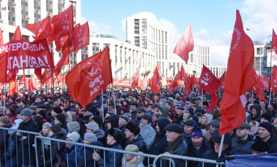 Thousands Protest in Russia in Defense of Workers' Rights