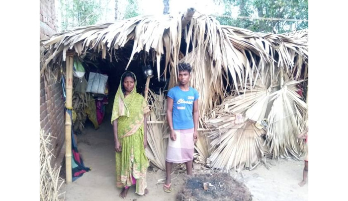 Alawati Devi, widow of Motka Manjhi and her son Suresh Manjhi at their hut