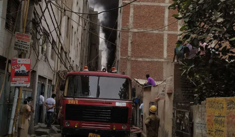 Major Fire Breaks Out at Rubber factory in Delhi