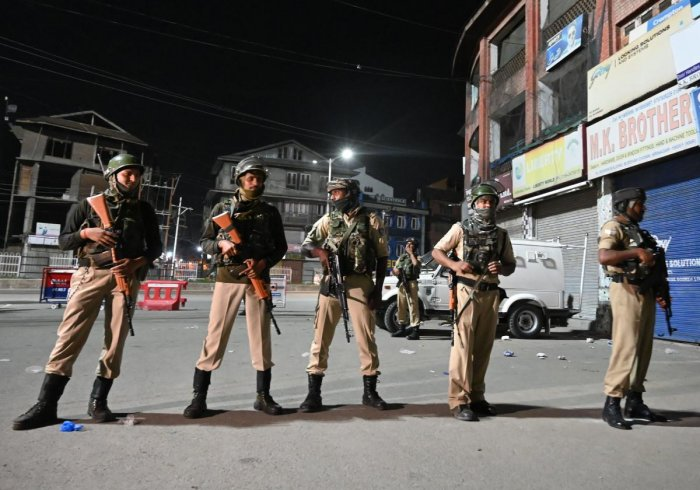 Kashmir Under Siege: Section 144, Curfew Imposed, Political Leaders Under House Arrest