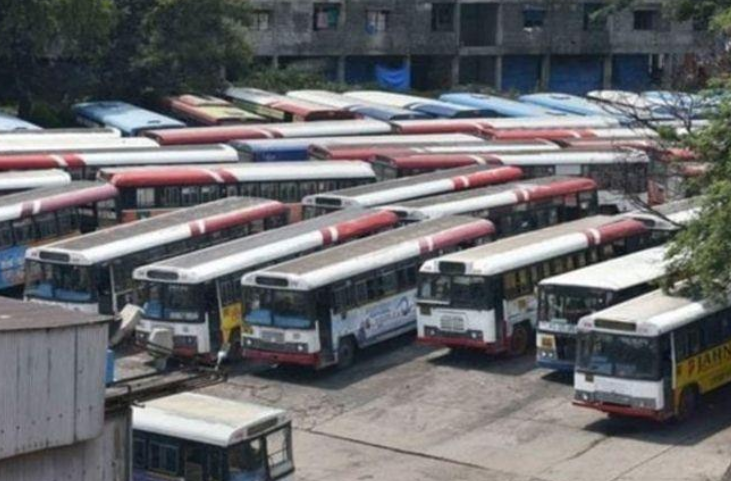 TSRTC Workers' Strike Enters 15th Day, Police Forcefully Detain Hundreds of Protesters