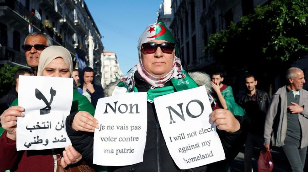 Algerians demand a boycott of the Presidential elections scheduled on December 12. Photo: Reuters