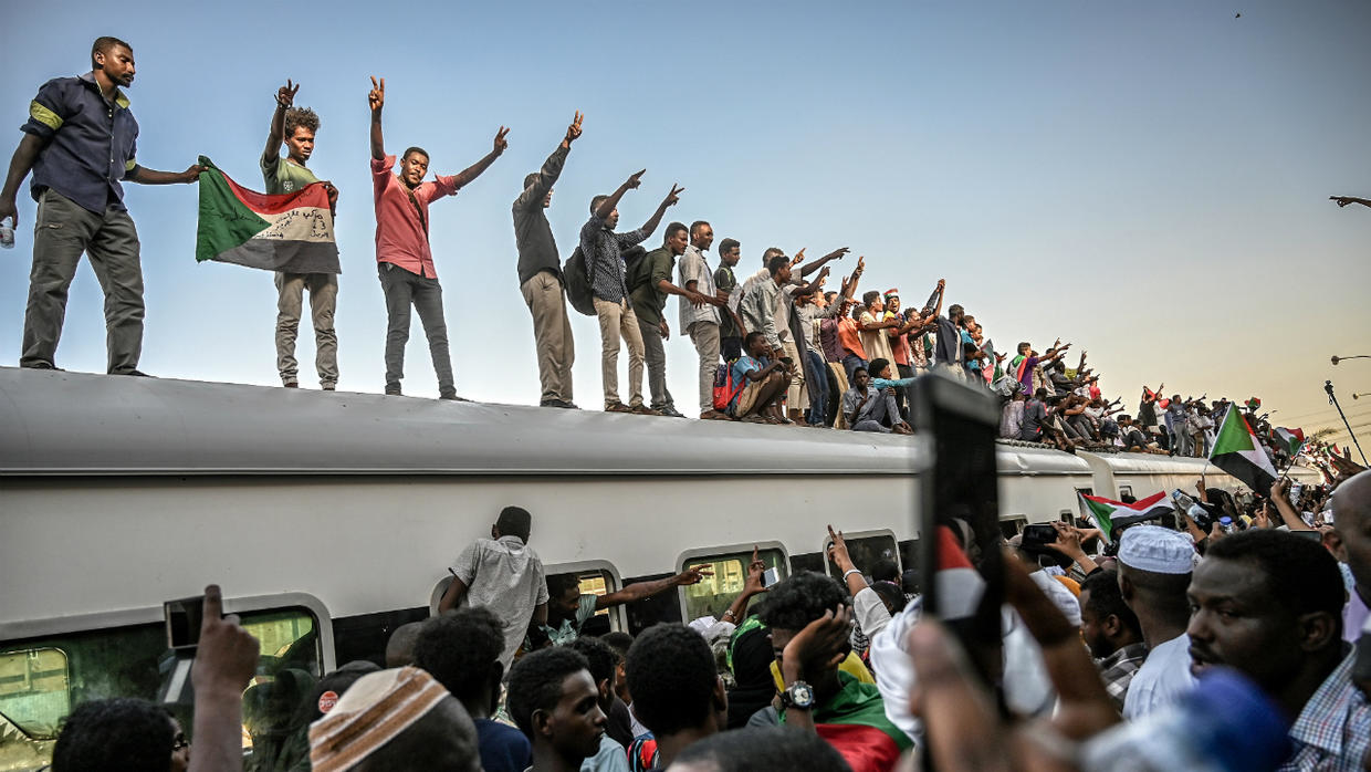 Sudanese protesters atop a train on April 23, 2019 days after Omar al-Bashir was forced to step down. Photo: Ozan Kose / AFP