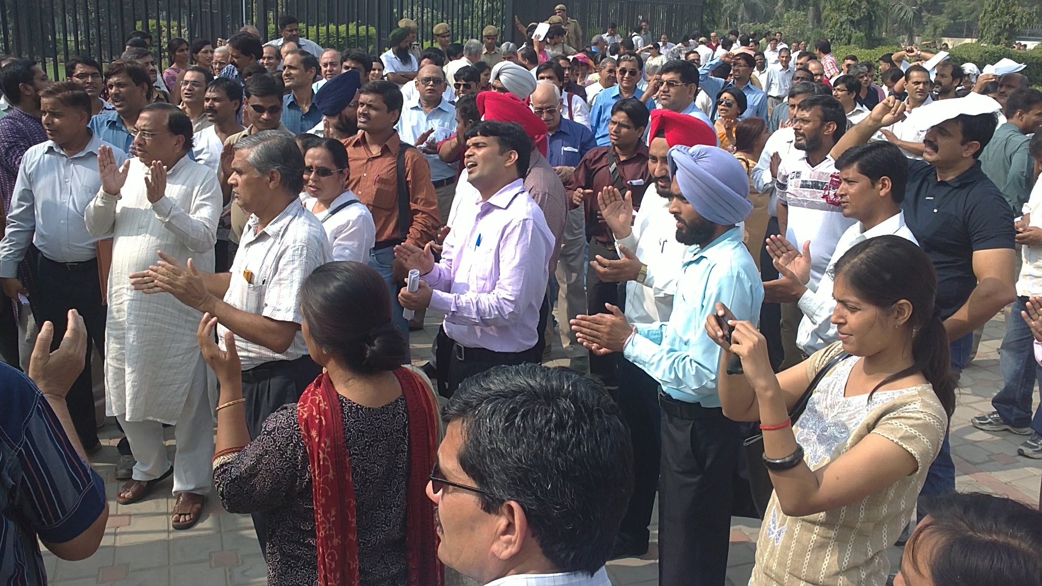 Delhi University Teachers to Continue Strike