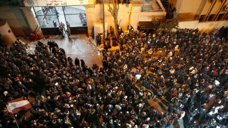 Protesters outside Lebanon's police headquarters demanding the release of their detained comrades. (Photo: AP)