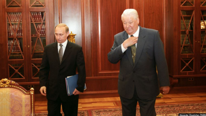 Resigning Russian President Boris Yeltsin (R) had tapped then Prime Minister Vladimir Putin (L) to be his successor.