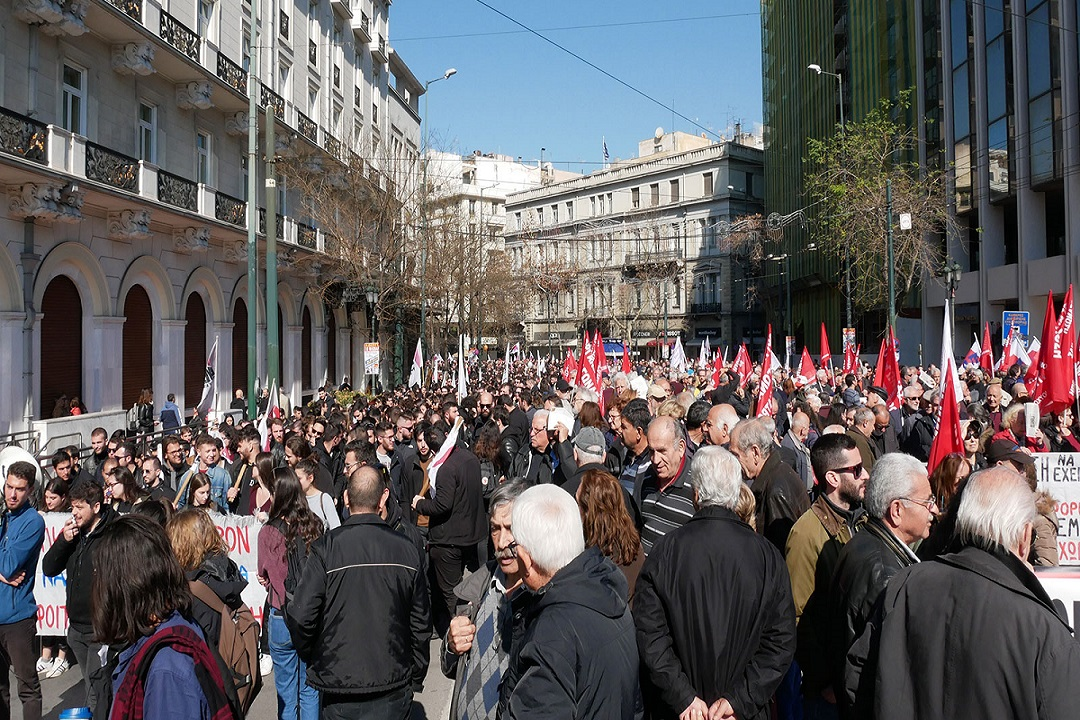 Greek workers protest against privatisation of social security