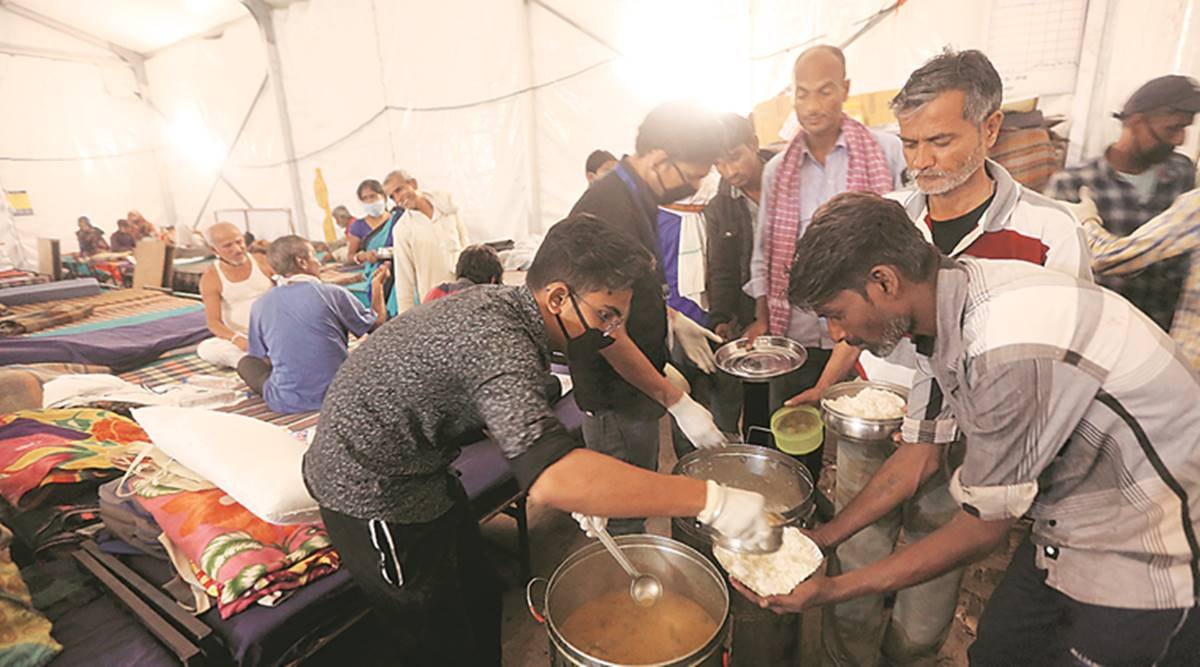 Thousands Throng Delhi Shelters for Foodas Hunger