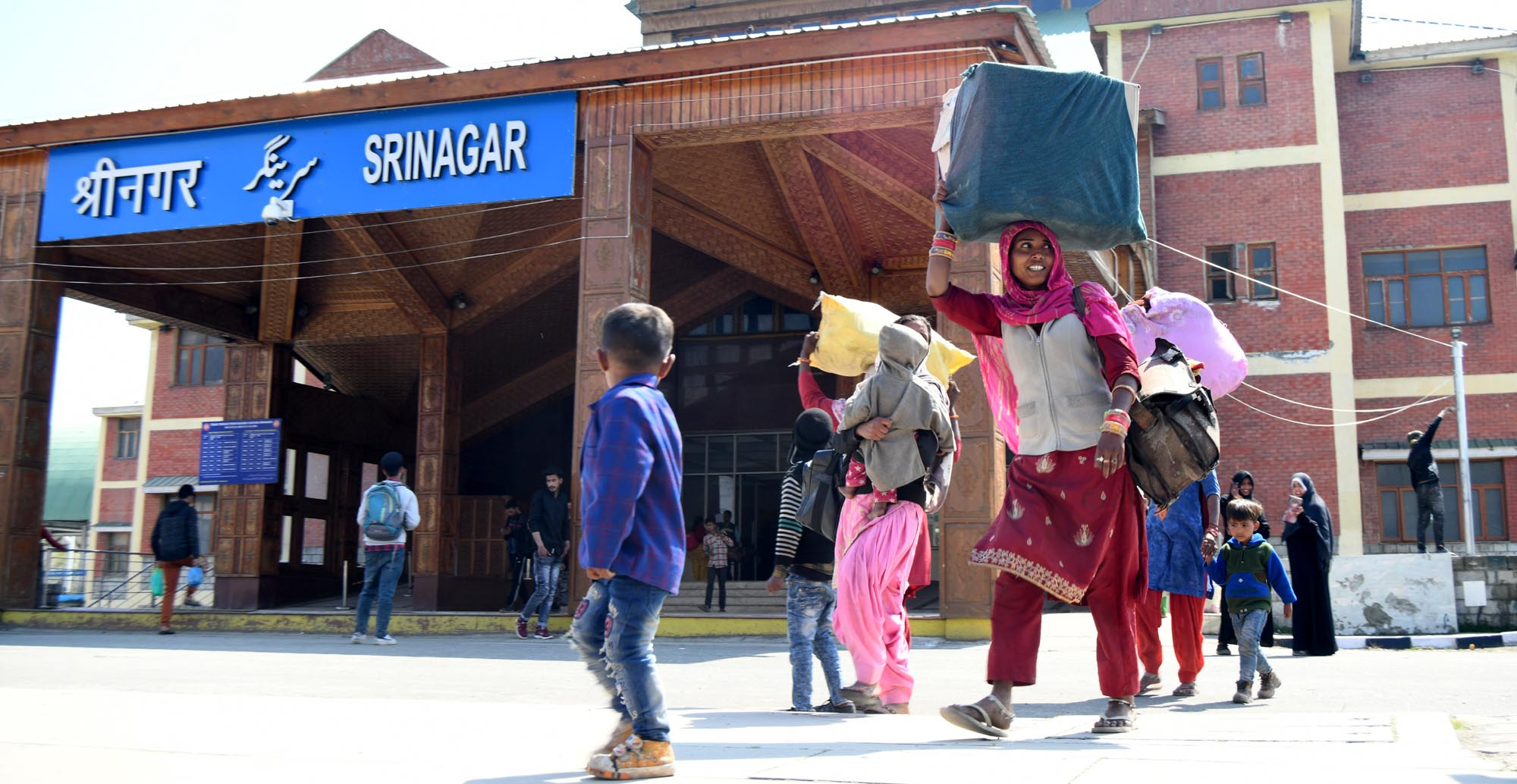 Kashmir: Migrant Workers Become Target Amid COVID-19 Scare, Locals Fear Community  Spread