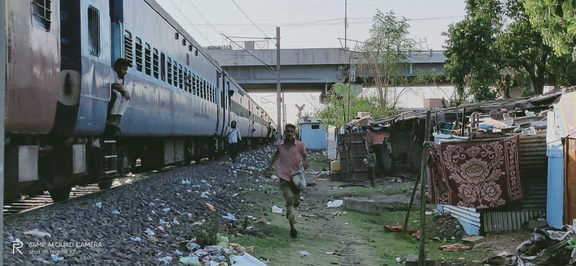 Feed Workers on Shramik Trains