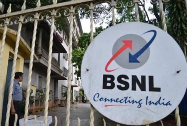 BSNL Employees Demonstrate Against Delay in Salary Disbursement and Increased Works Hours