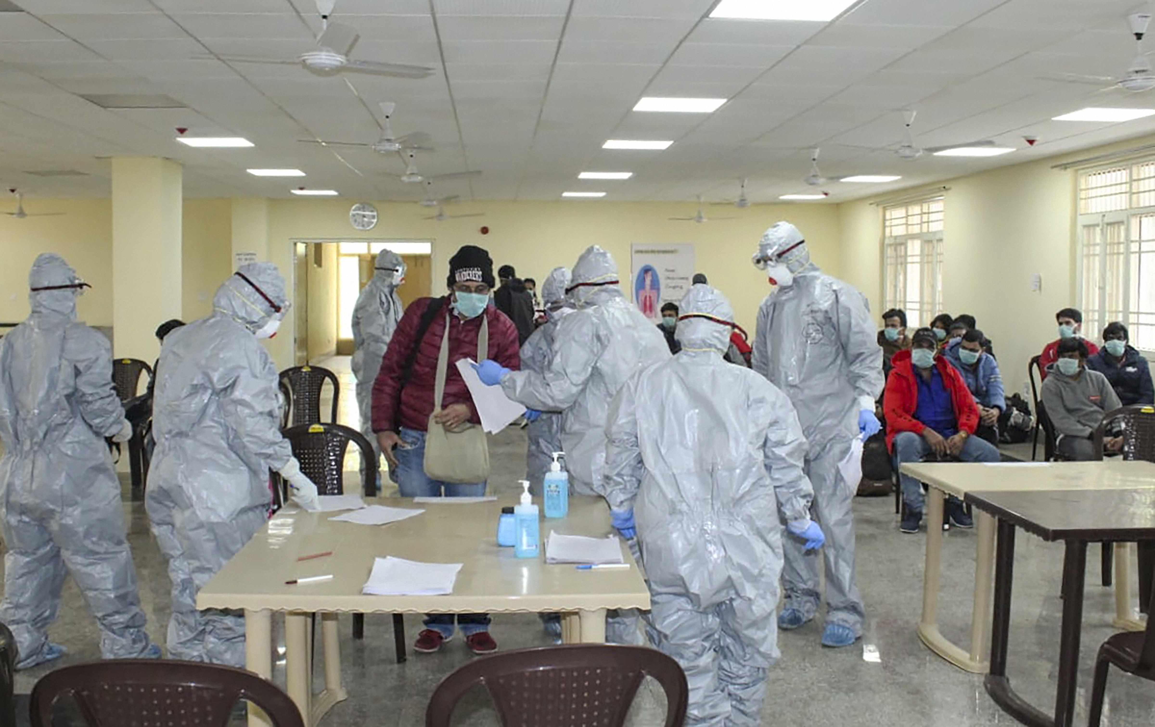 COVID-19 फिर तोड़ा रिकॉर्ड, पहली बार एक दिन में 11000 से ज्यादा लोग हुए संक्रमित - राष्ट्रीय समाचार
