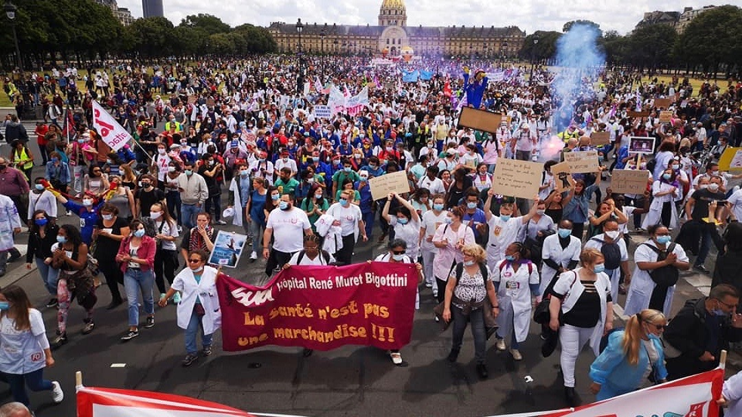 A hundred thousand people joined the health workers' march in Paris on June 16, Tuesday.