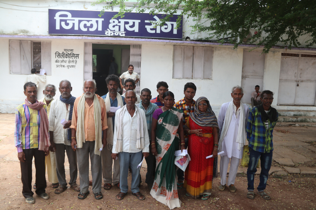 Silicosis%20patients%20at%20Panna%20District%20Hospital.JPG