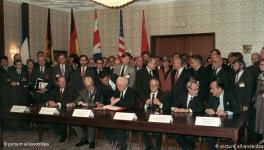 Signing ceremony of The Treaty on the Final Settlement with Respect to Germany: Foreign Ministers of USA, UK, USSR, France, GDR, FRG (from left to right) ; Moscow, September 12, 1990
