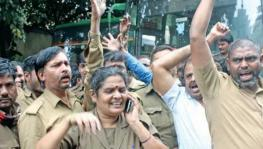 BMTC drivers and conductors stage a protest against transport officers