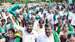 Farmers in K'taka Block National Highways, Protest Against Land Acquisition Amendment +