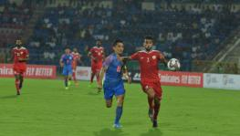 Indian football team´s Sunil Chhetri and Oman´s Mohammed al Musallami vie for the ball in their FIFA World Cup qualifying match