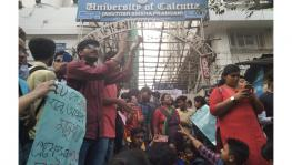 Calcutta University Students Portest Against CBCS