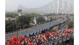 Farmers' Long March reaches the iconic Howrah Bridge. Courtesy: Ashok Nath Dey
