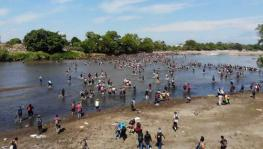 Migrants crossing the Suchiante River on the Mexico-Guatemala border (Photo: Ruptly)