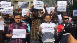 Kashmiri journalists protest in Srinagar against the internet shutdown