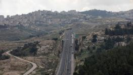 Route 1 near the settlement of Ma'ale Adumim in Section E-1 of the occupied West Bank. (Photo: Ohad Zwigenberg)