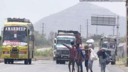 COVID-19: Migrant Workers Returning to UP Made to Wait at MP Border, Resort to Stone-pelting