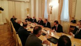 Iran's Foreign Minister Javad Zarif and delegation (L) with Russian Foreign Minister Sergey Lavrov, Moscow, Sept 24, 2020