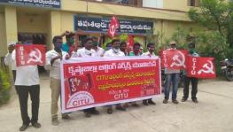 Andhra Construction Workers Protest Against Diversion of Welfare Funds