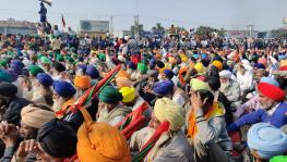 Farmers attending a public meeting at Singhu border on Monday. Image clicked by Mukund Jha