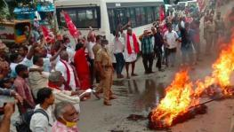 Protesters Burn effigy of Modi at Dindigul, Tamil Nadu
