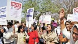 DUTA Protests at VC Office Against 'Pattern of Assistance'; to Continue DU Shutdown