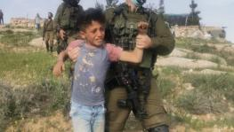 Israeli forces detain Palestinian children.(Photo: B'Tselem/Twitter)