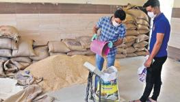 COVID-19: With Delhi Under Lockdown, Workers Await Ration Distribution by Kejriwal Govt.