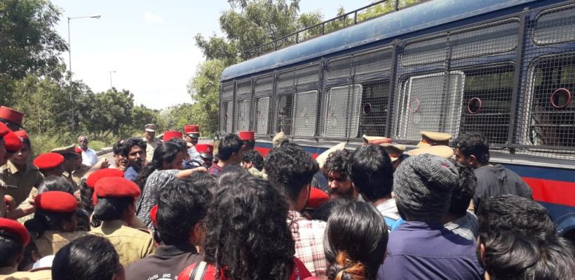 Pondicherry Varsity: Students Protesting