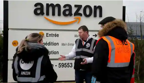 Hundreds of Amazon Workers in US to Strike Over 'Unsafe' Conditions Amid Virus