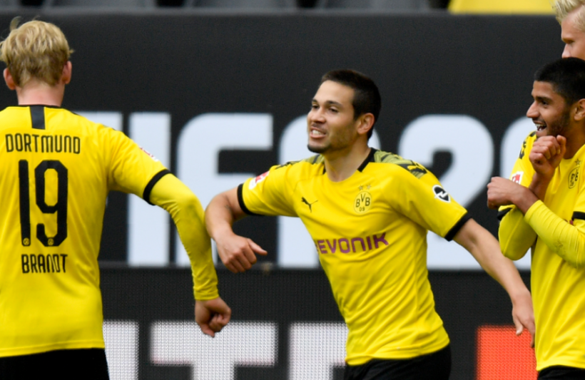 Borussia Dortmund players celebrate vs Schalke in Bundesliga