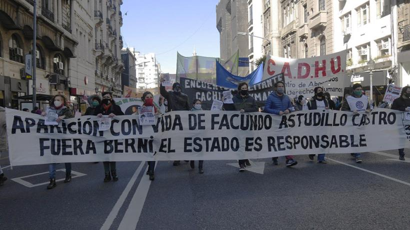 Hundreds of people mobilized in parts of the Buenos Aires province demanding the safe return of 22-year-old Facundo Astudillo Castro on July 30. Photo: Resumen Latinoamericano
