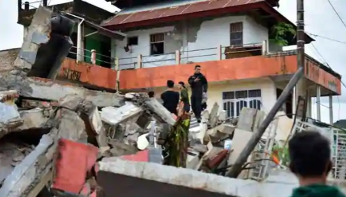 At Least 34 Dead as Quake in Indonesia's Sulawesi Island Topples Homes, Buildings