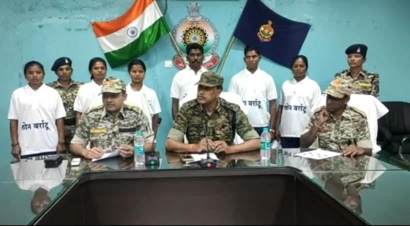 Lingaram Uikey (back row centre) who claims to be a police informer was made to surrender under the Lon Varratu scheme along with five others on February 19 this year. The five others included Pandey Kawasi ( on the right of Lingaram) who allegedly died by suicide in police custody four days after the surrender.